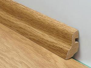 Плинтус напольный широкий деревянный