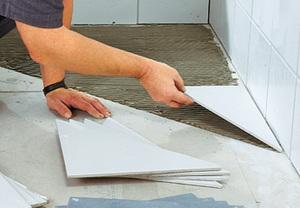 Как положить напольную плитку