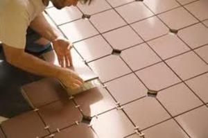 Как класть напольную плитку