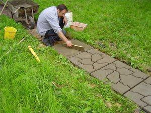 выложить тротуарную плитку своими руками на даче