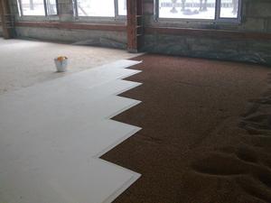 Заделка швов между листами фанеры на полу